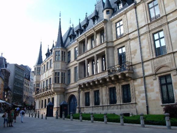 Grand Foyer Palais Du Luxembourg : Visite roi et reine d espagne à luxembourg routes barrées